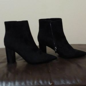 Nine West black suede ankle boot size 8